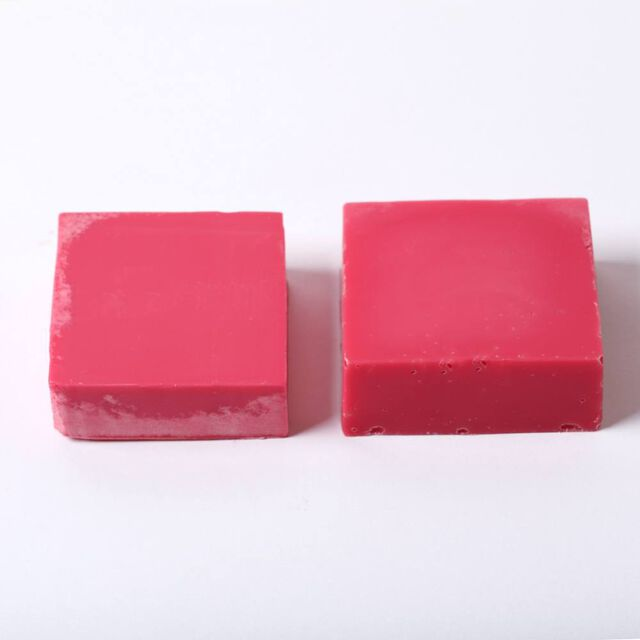 Example of mica in gelled cold process soap on the right and ungelled on the left.